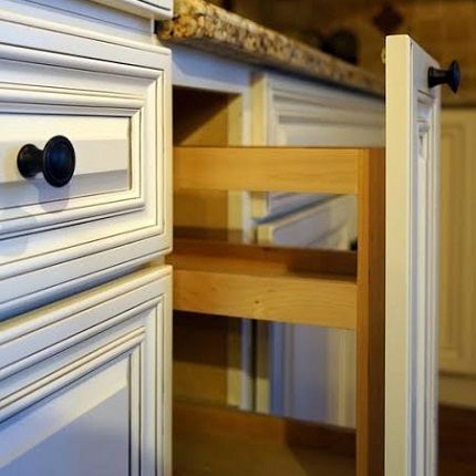 Charmant Base Cabinets