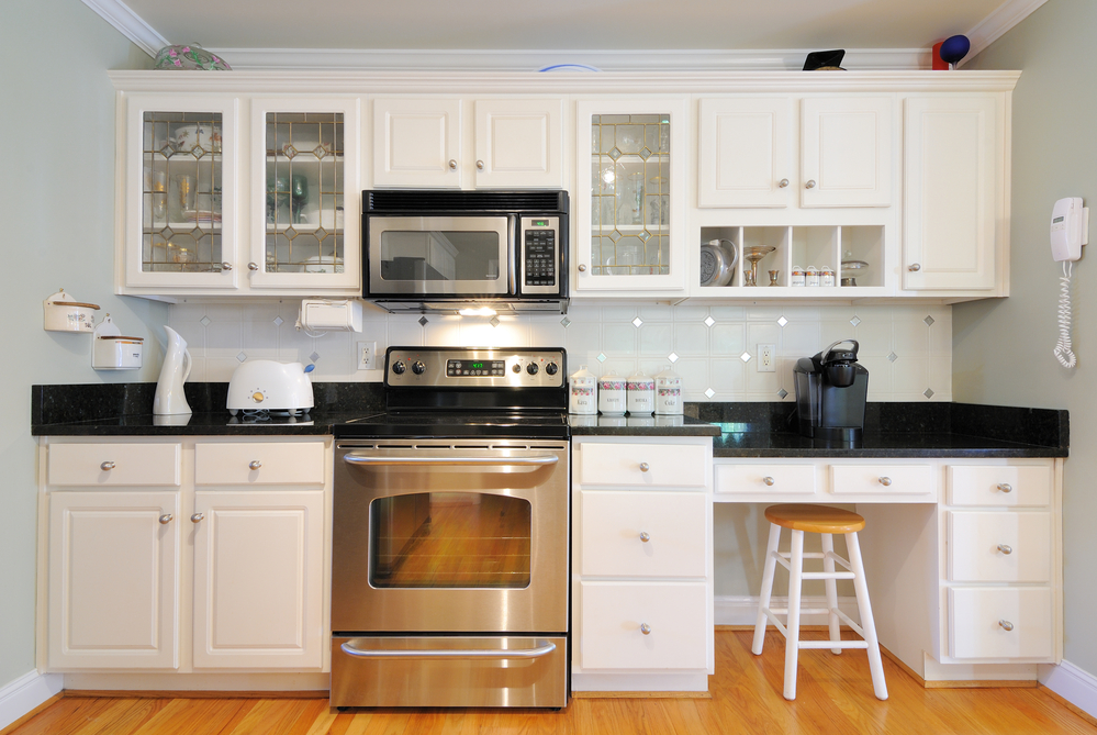 benefits drawbacks white kitchen cabinets